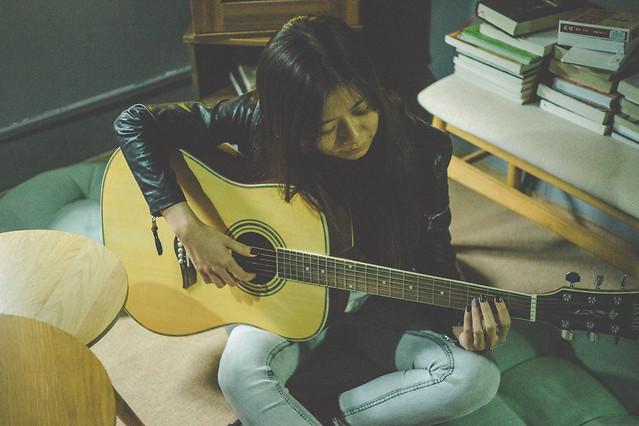 people-music-guitar-musical-instrument-instrument picture material