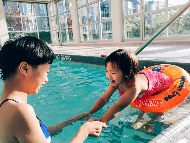 child-water-swimming-leisure-fun 图片素材