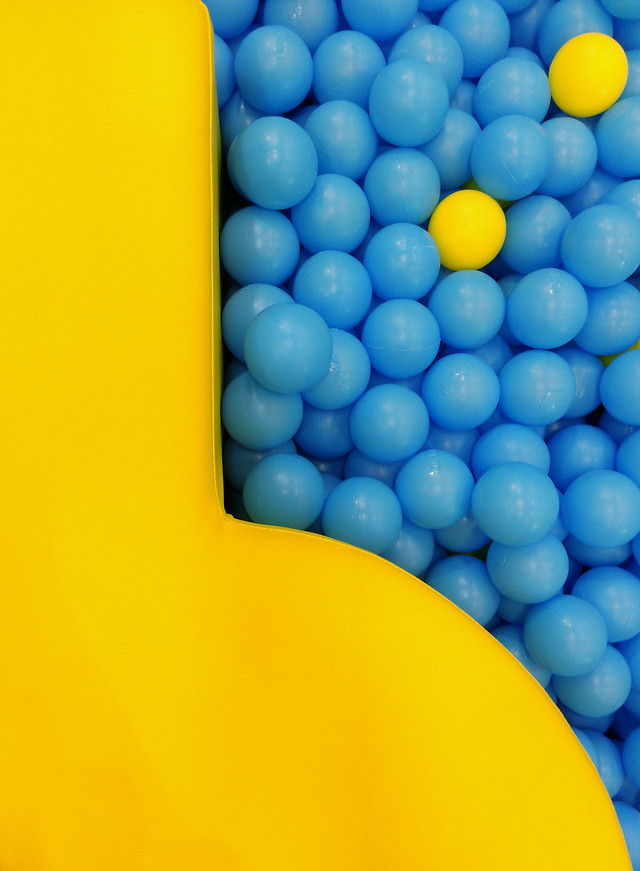 blue-color-yellow-no-person-desktop picture material