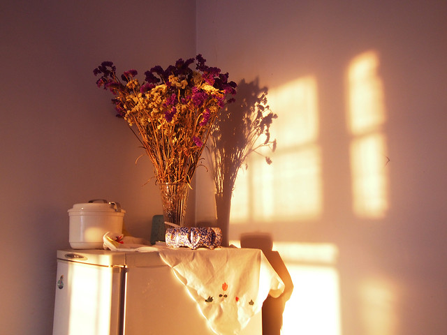 room-family-indoors-flower-candle picture material