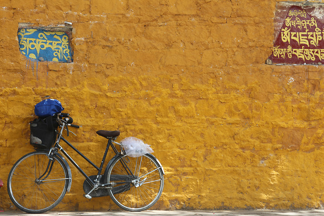 no-person-wheel-bike-yellow-travel picture material