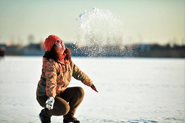 water-snow-winter-girl-beach 图片素材
