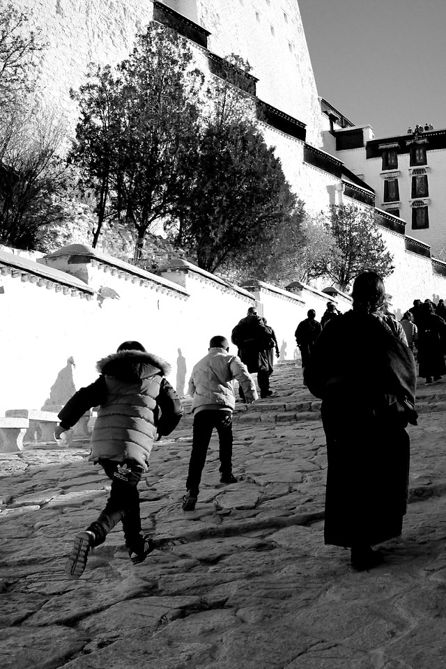 people-group-together-street-monochrome-man picture material