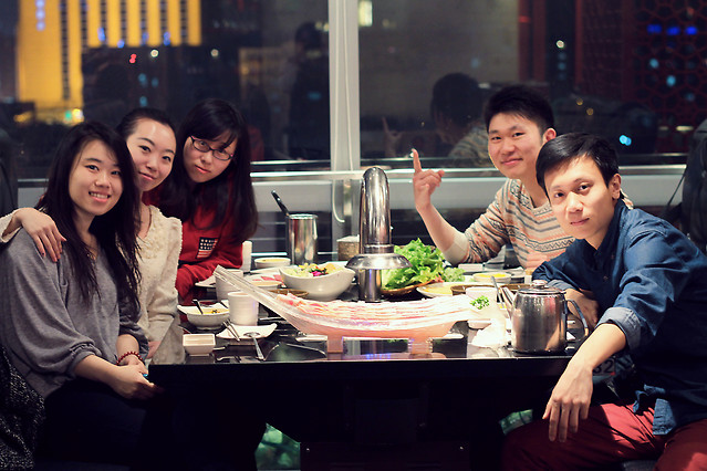 people-adult-woman-group-restaurant picture material