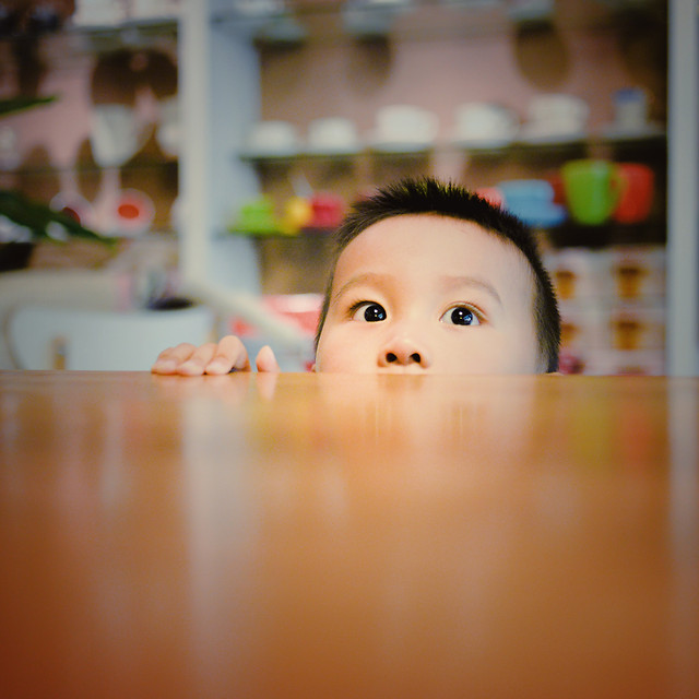 child-indoors-toy-little-face 图片素材