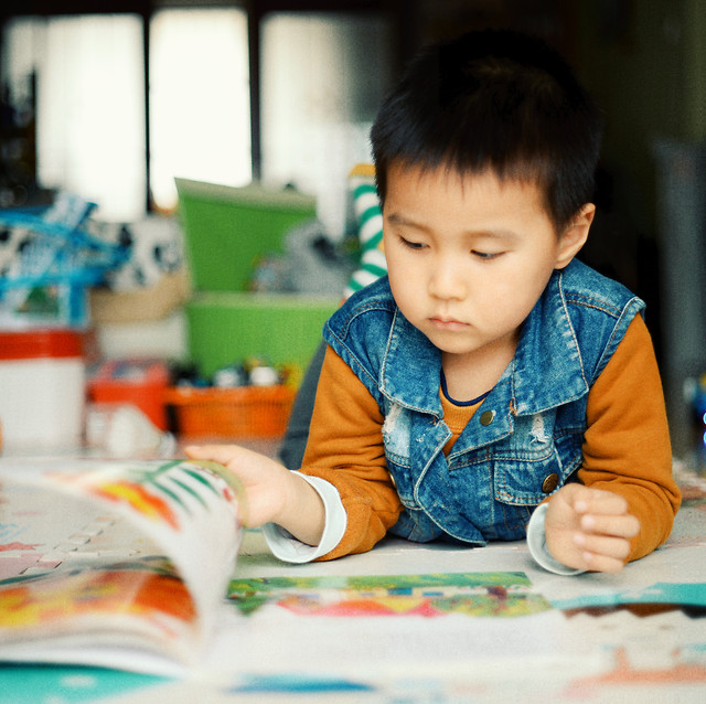 child-education-school-kindergarten-boy 图片素材