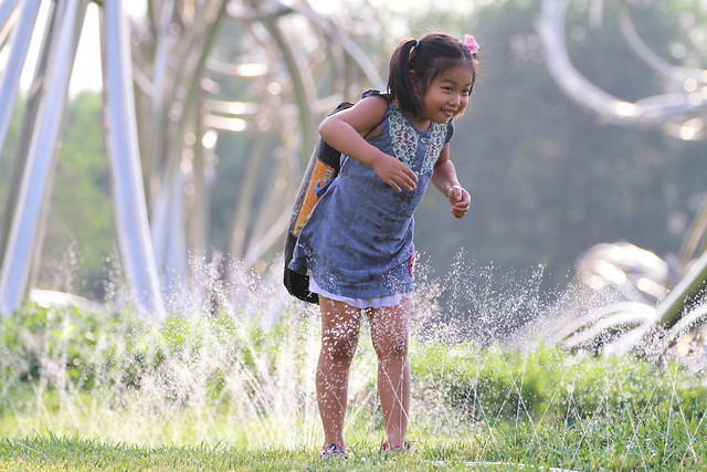 summer-nature-child-grass-girl 图片素材