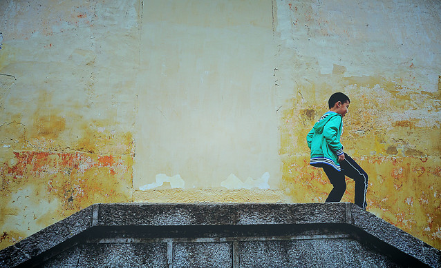 wall-people-yellow-urban-wear picture material