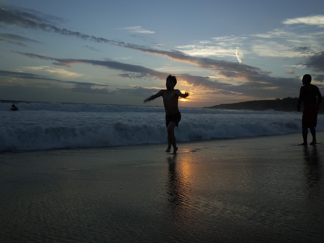 sunset-beach-dawn-sea-people picture material