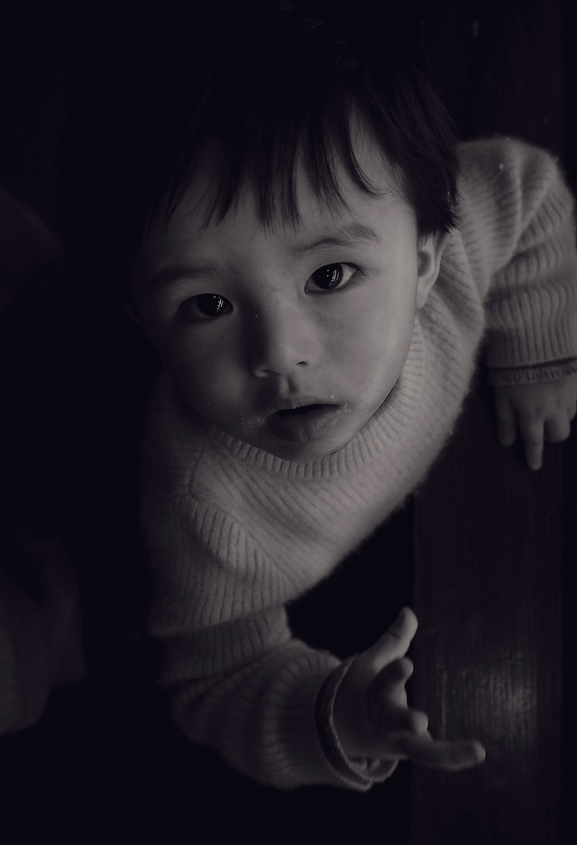 portrait-people-one-child-monochrome 图片素材