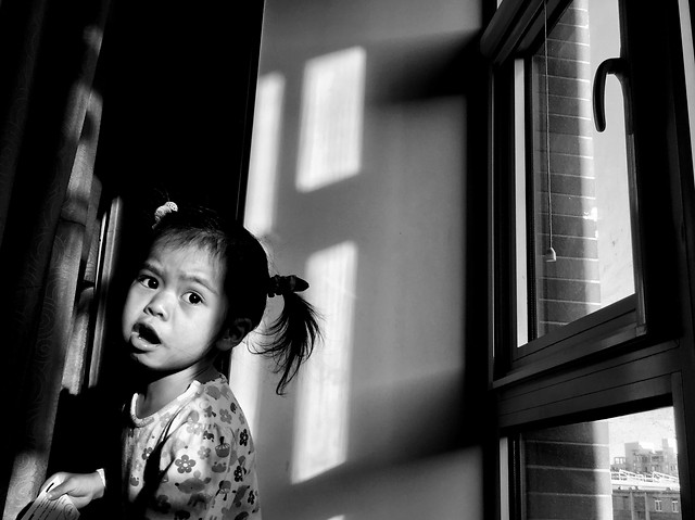 monochrome-people-portrait-street-girl picture material