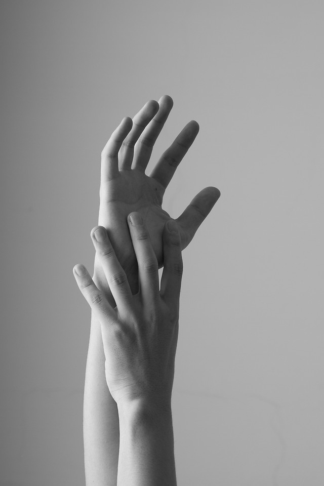 nude-woman-people-hand-monochrome picture material