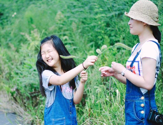 child-nature-summer-grass-fun 图片素材