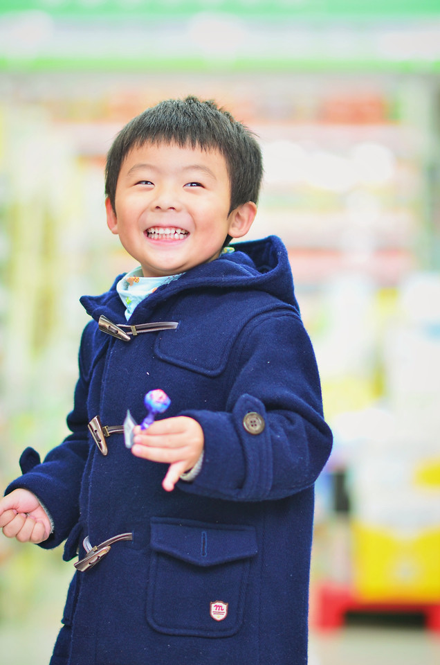 child-portrait-blue-people-outdoors 图片素材