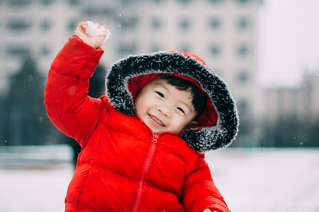 winter-snow-cold-child-red picture material