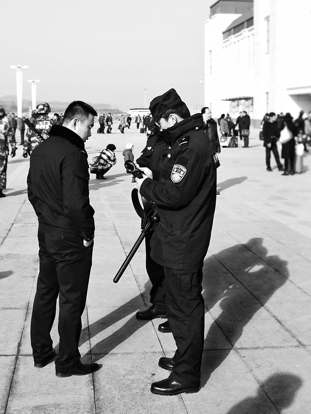 people-street-man-white-black picture material