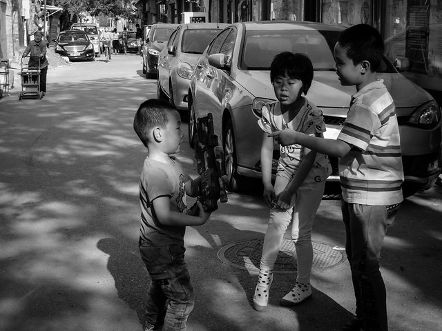 street-people-child-monochrome-vehicle picture material