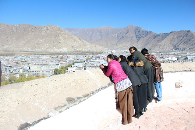 mountain-travel-landscape-people-seashore picture material