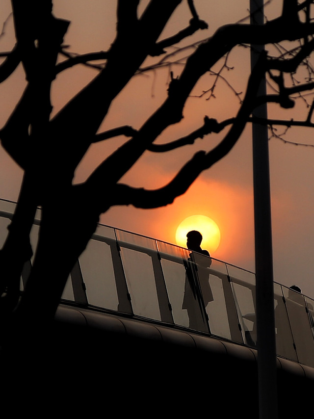 silhouette-sunset-dawn-people-light picture material