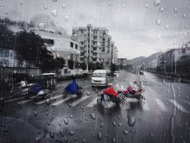 vehicle-street-city-rain-road picture material