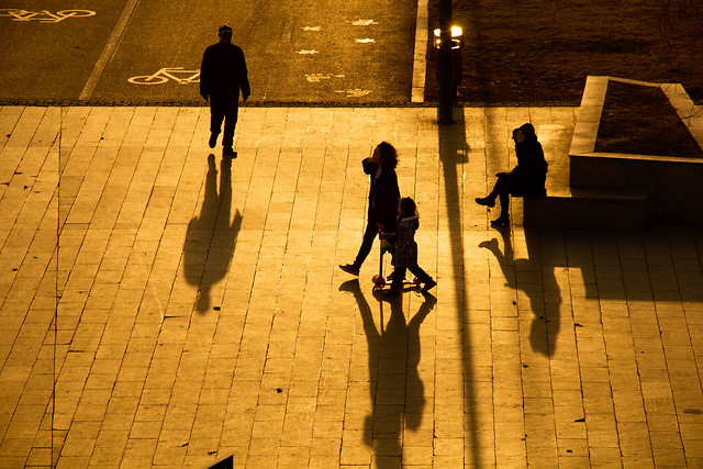 street-people-city-shadow-child picture material