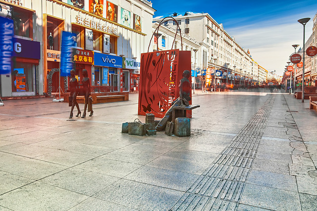 city-street-commerce-travel-people 图片素材