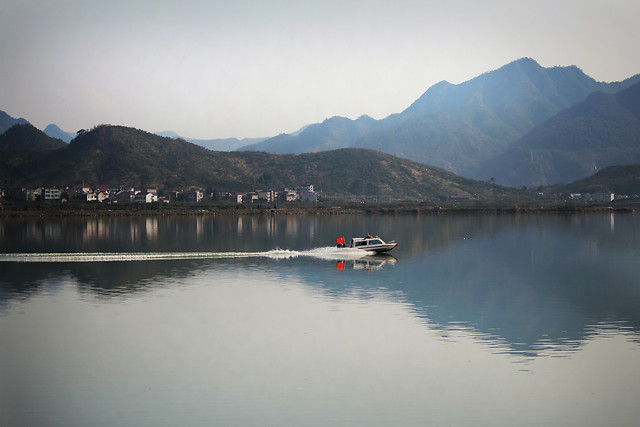 water-no-person-lake-watercraft-reflection picture material