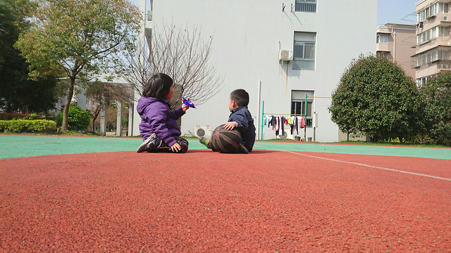 people-competition-red-child-public-space 图片素材