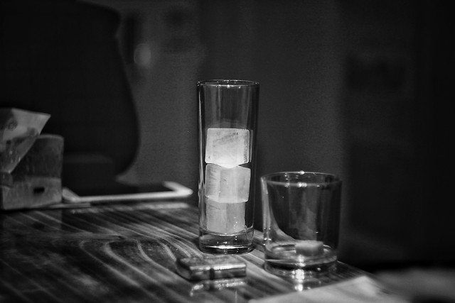 still-life-no-person-glass-drink-dark 图片素材