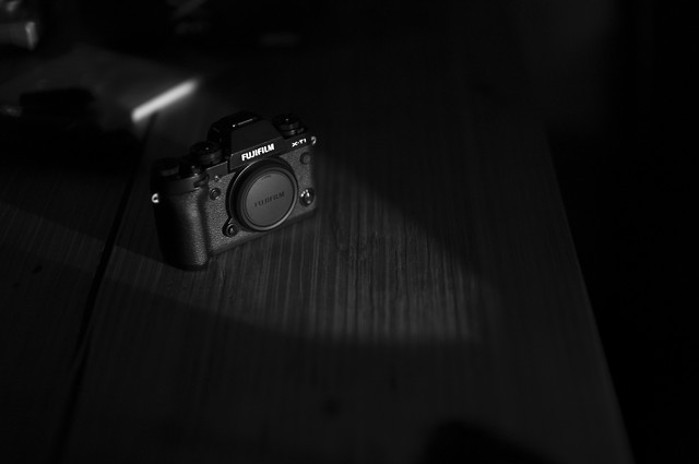 black-white-photograph-desktop-dark picture material
