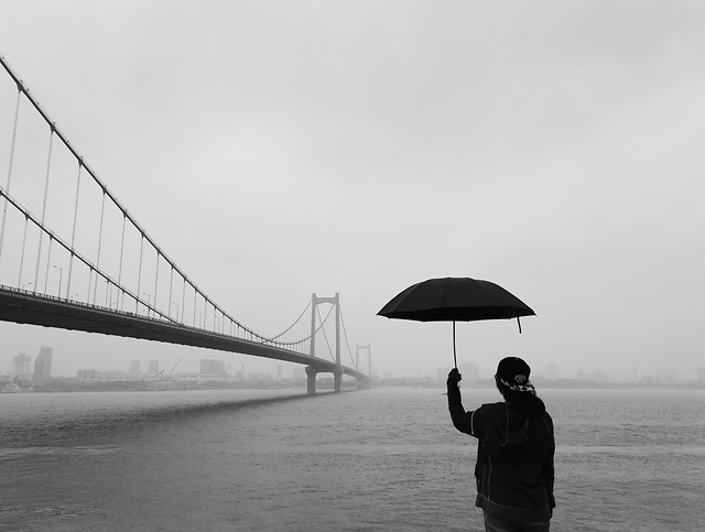 water-bridge-people-rain-monochrome picture material