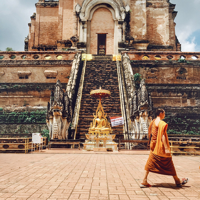 travel-religion-buddha-temple-people picture material