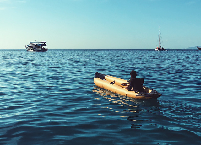 watercraft-water-no-person-travel-vehicle picture material