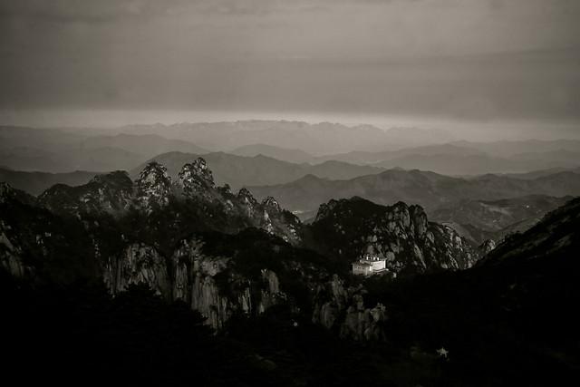 mountain-fog-snow-monochrome-landscape picture material