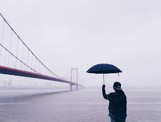 rain-weather-people-water-sky 图片素材