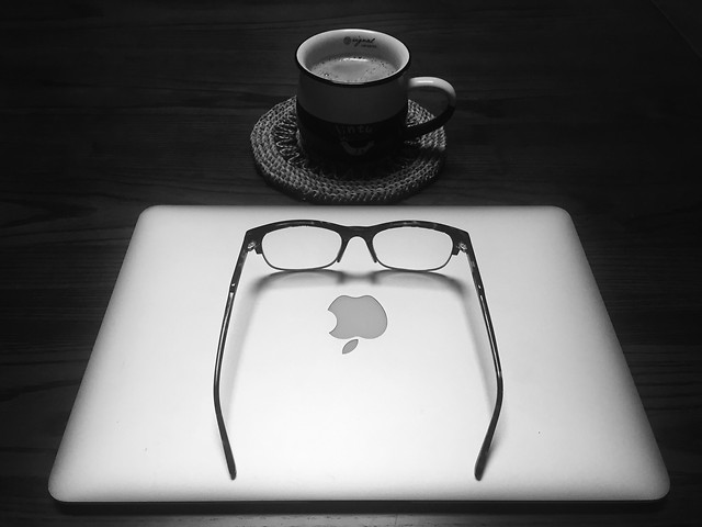 laptop-coffee-white-no-person-technology picture material
