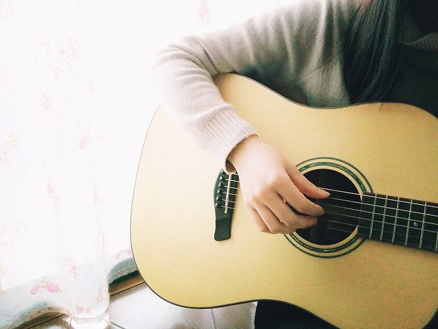 music-guitar-instrument-woman-girl picture material