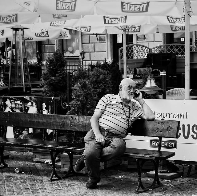 people-monochrome-street-adult-man 图片素材