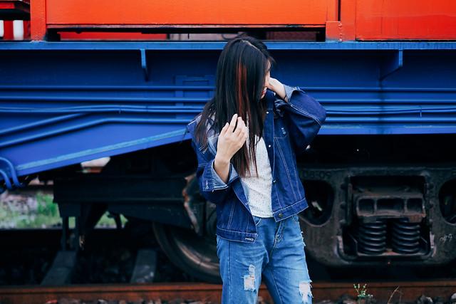 woman-people-blue-car-vehicle 图片素材