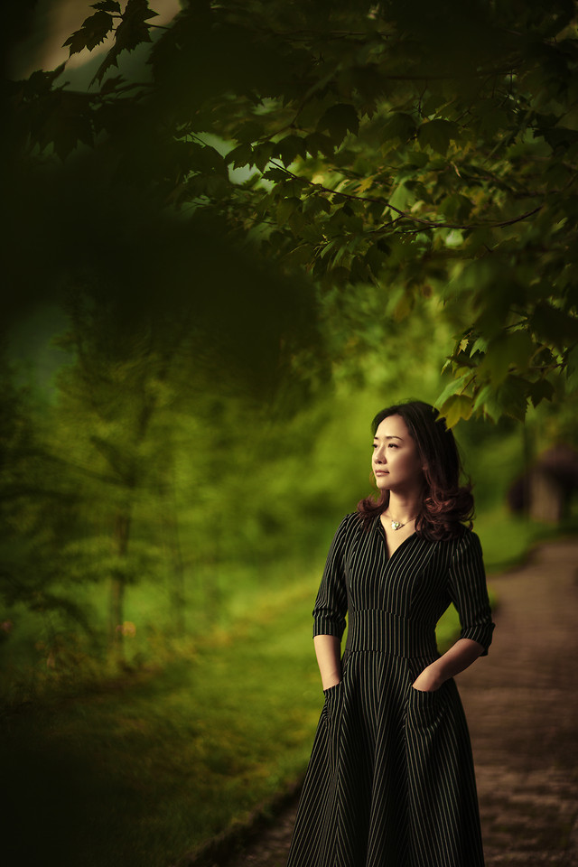 girl-nature-dress-tree-portrait picture material