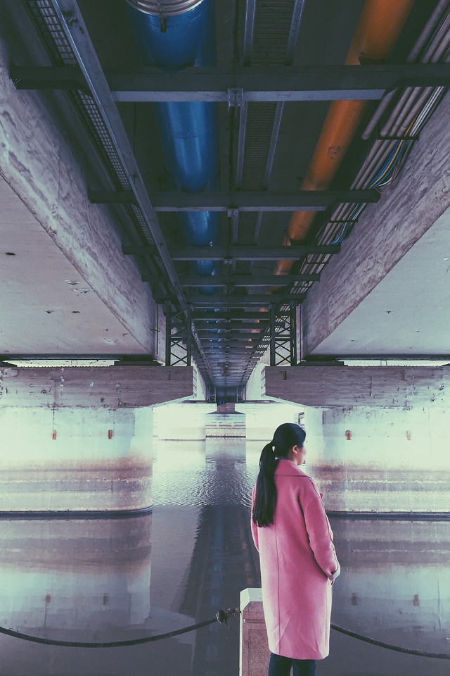 subway-system-airport-blue-indoors-people 图片素材