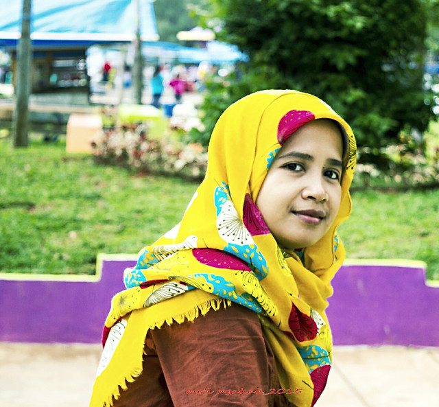 scarf-headscarf-nature-child-woman picture material