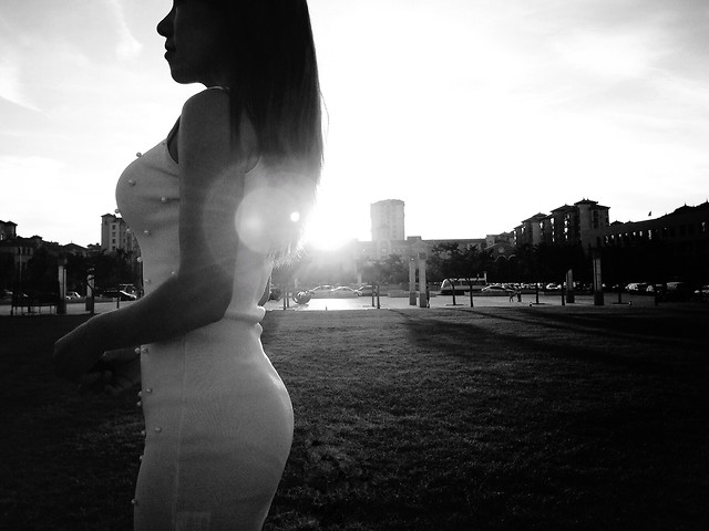 monochrome-girl-people-woman-street picture material
