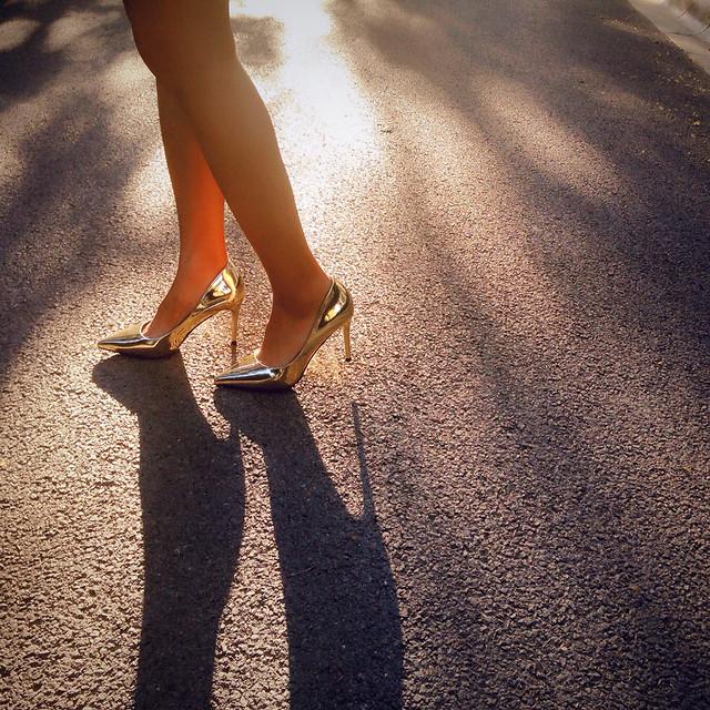foot-beach-people-woman-sand 图片素材
