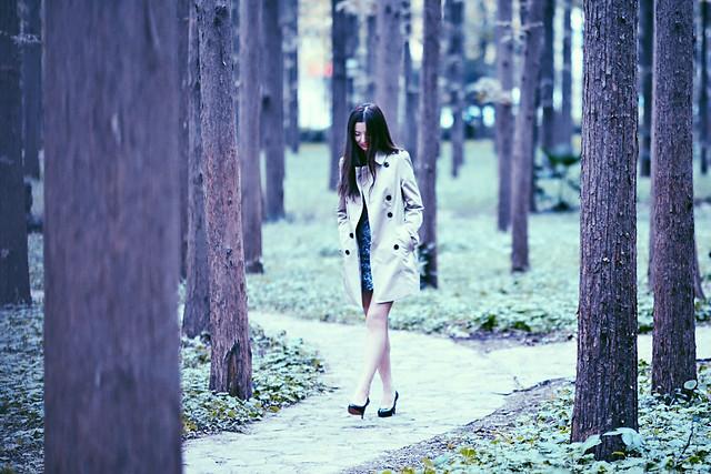 girl-street-wood-people-fall 图片素材