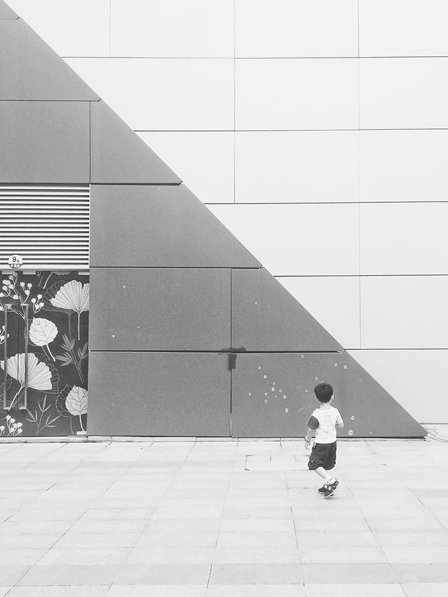 monochrome-people-white-black-street picture material