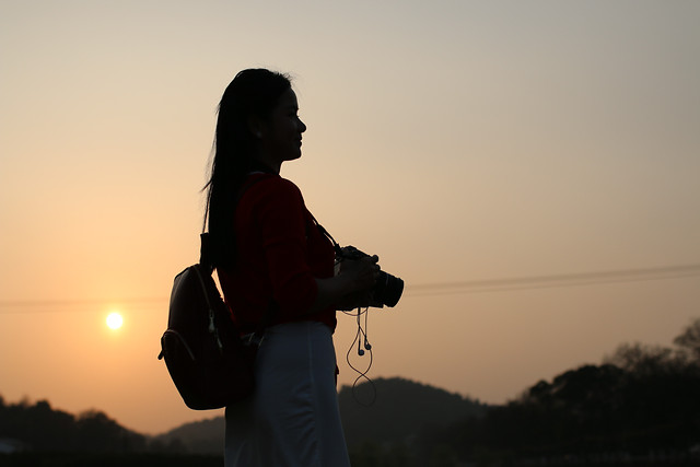 sunset-silhouette-landscape-backlit-people picture material