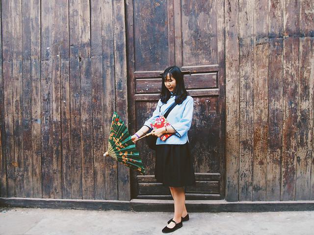 people-wood-door-girl-wear picture material