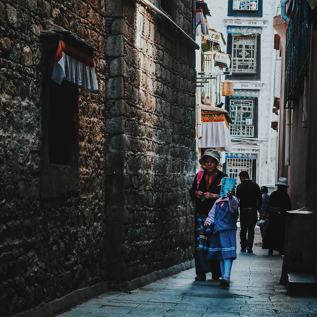 street-people-city-road-town picture material