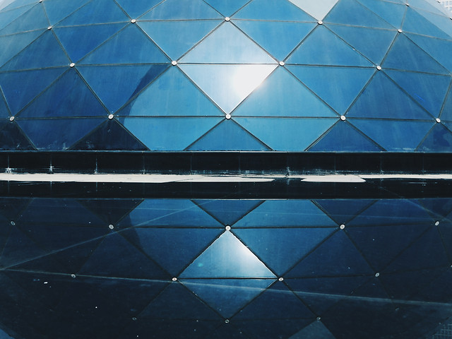 modern-reflection-blue-architecture-desktop picture material